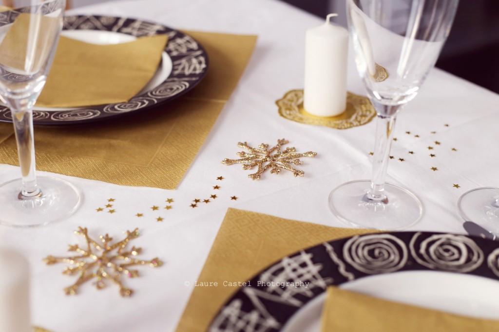 une table de f u00eate blanche  u0026 or