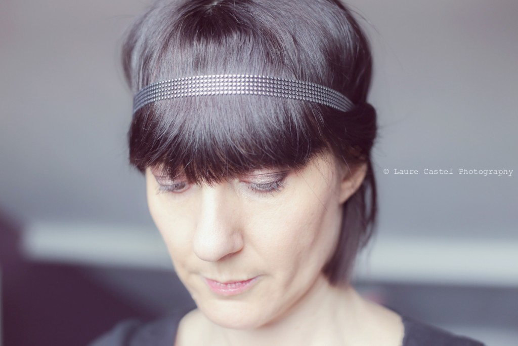 Accessoire de cheveux headband argenté coiffure romantique carré avec frange