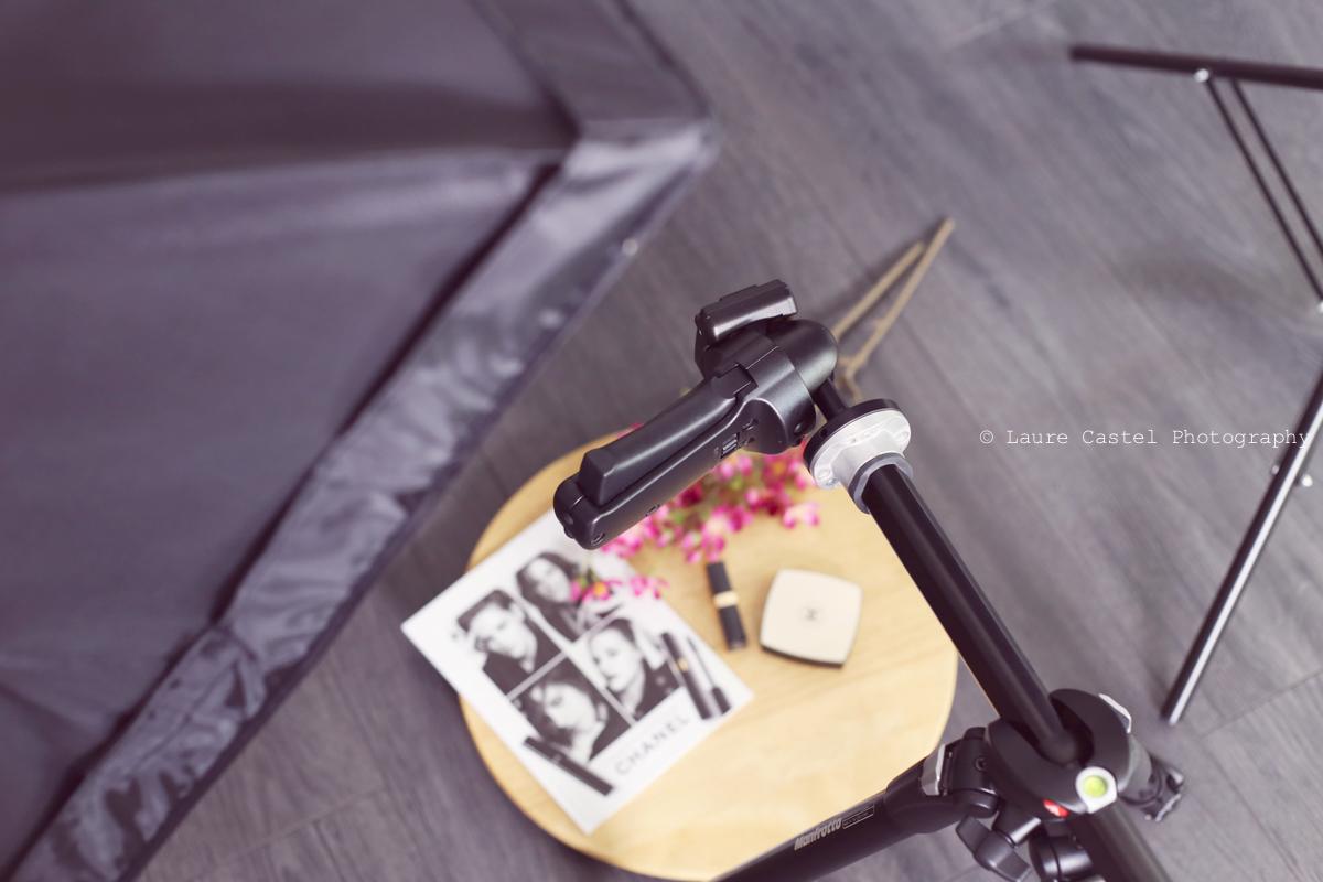 Flatlay matériel photo pied Manfrotto Canon EOS 6D