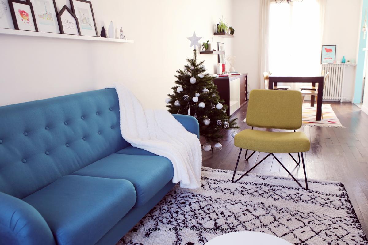 Décoration Salon scandinave Ethnique chic canapé bleu canard tapis berbère | Les Petits Riens