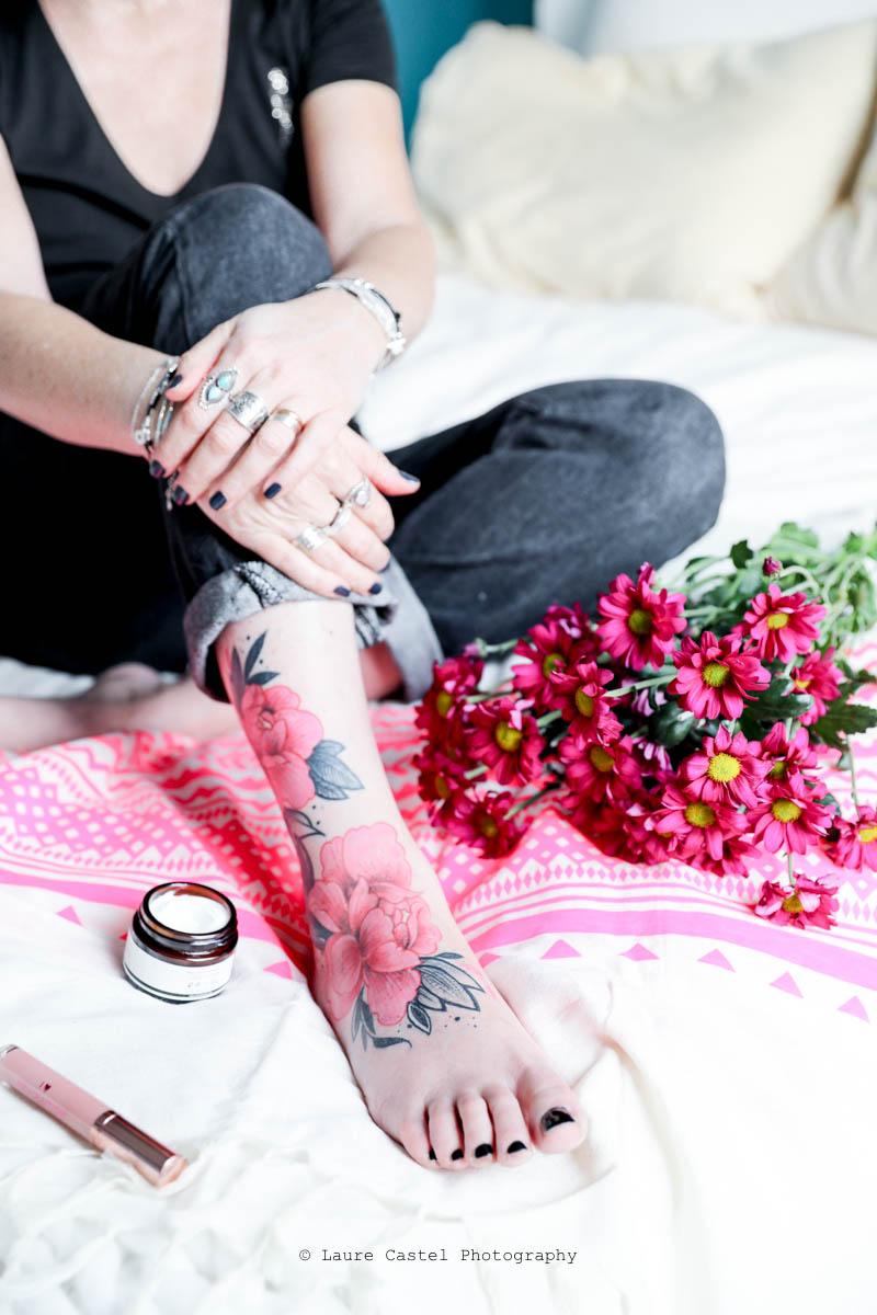 Tatouage pivoines pied cheville femme | Les Petits Riens